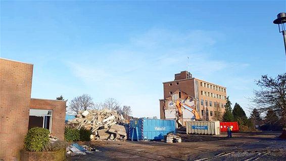 Afbraak oude ziekenhuis schiet goed op