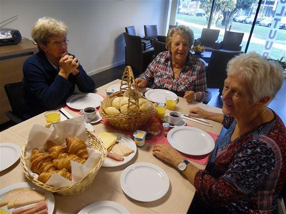 Een maandelijks buurtontbijt voor senioren
