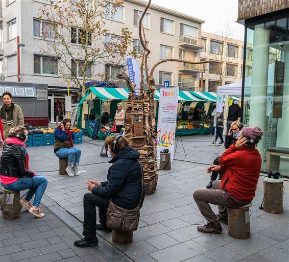 Een verhalenboom op de markt