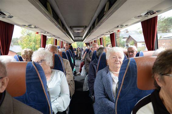 Met de bus door het dorp