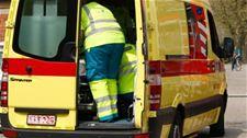 Motorrijder (58) gewond bij botsing met auto