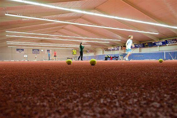 Nieuwe sportvloer voor tennishal Hamont