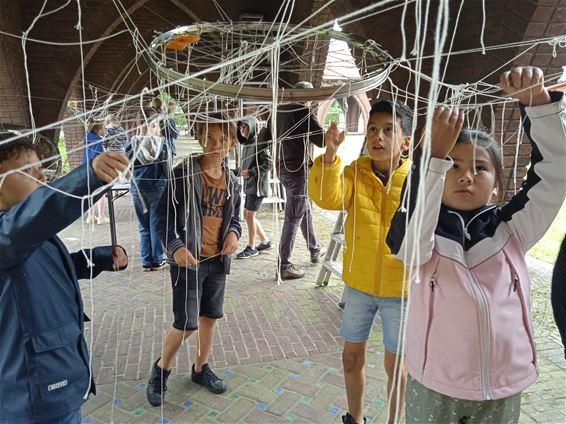 Op schoolreis naar kunstexpo in Mijnkathedraal