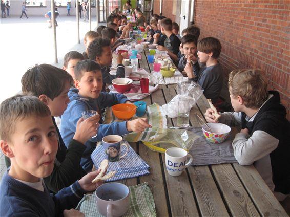 Sobere maaltijd in basisschool De Linde