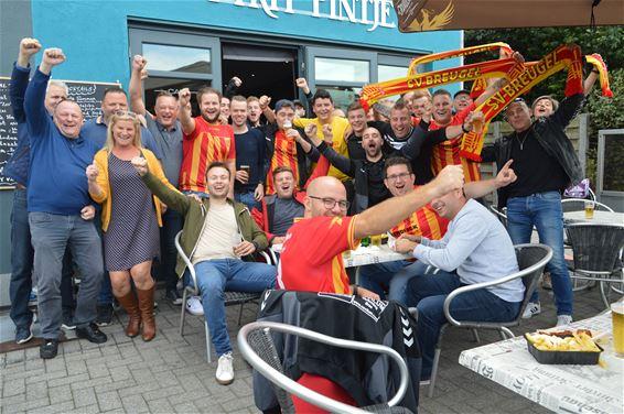 Supporters van SV Breugel per fiets naar Lille