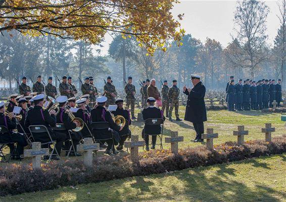 Volkstrauertag op Duits Militaire Begraafplaats
