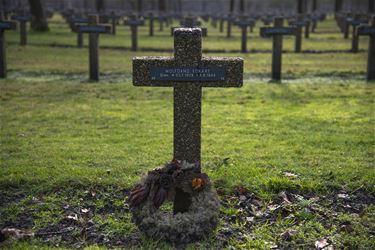 Zomerse fotozoektocht op militaire begraafplaats
